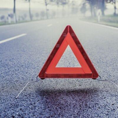 Warndreieck auf der Straße